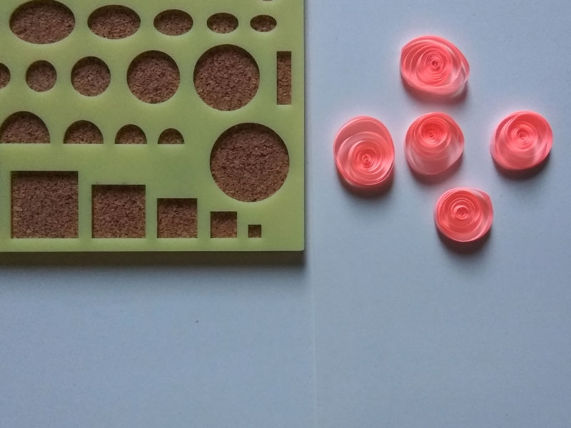 How to make flower using paper quilling (simple)